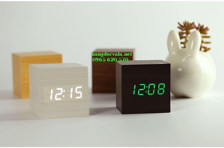 Đồng hồ led để bàn cục gỗ