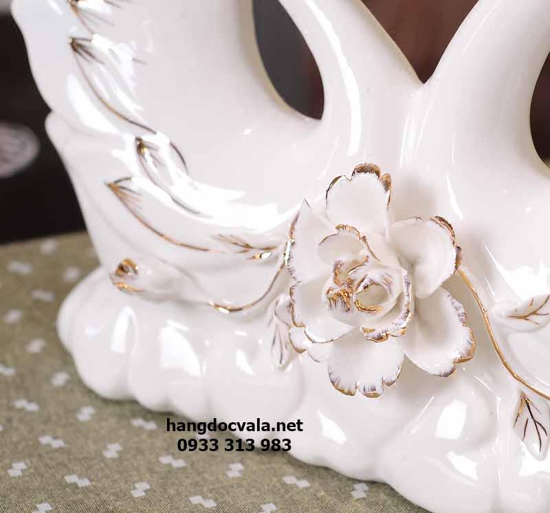 đôi thiên nga bằng sứ viền vàng quà mừng đám cưới ý nghĩa