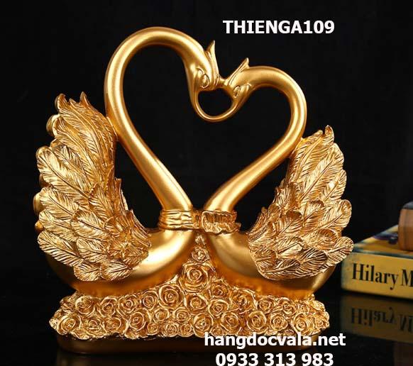 đôi thiên nga phong thủy đính hoa hồng vàng vĩnh cửu